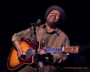Amazing Blues Guitarist/Vocalist SaRon Crenshaw